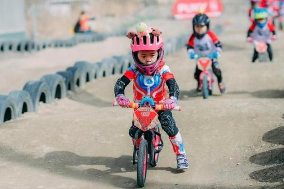 A balanced bike is becoming a new favorite for kids, and you know what?