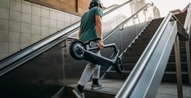 The Boosted introduced the Rev, a folding electric scooter that has a range of 35km